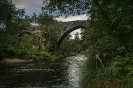 Ponte medieval de Pedre sobre o río Lérez.