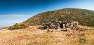 Restos de cabana de pastores na campa do Mostallar.