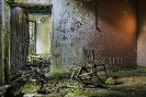 Interior de casa en ruínas en Cotobade.