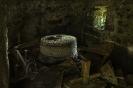 Interior de muíño no regueiro de Insuela.